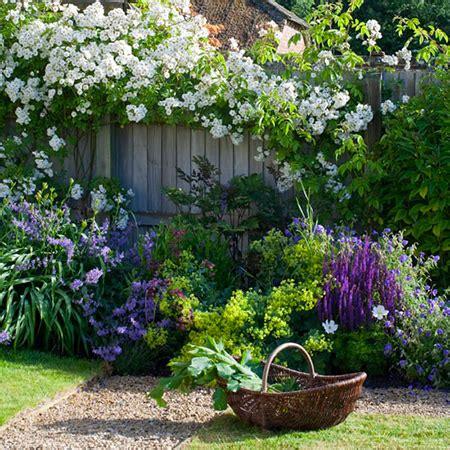 cottage garden sheds potted plants for all seasons fleurs bleues pour coin jardin romantique my little