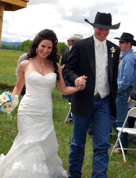 Wedding Attire For Horses by 17 Best Ideas About Cowboy Weddings On Cowboy