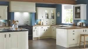 Kitchen Cabinet Doors B Q by Crazy Prices On Carisbrooke Kitchen Range At B Amp Q