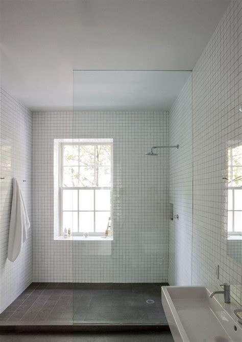 sognare mosche in casa 17 migliori idee su finestra per doccia su