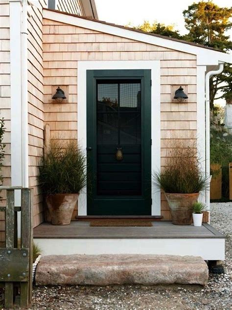 Nantucket Front Doors This Look A Stylish Stoop For A Nantucket Saltbox Gardenista Planters Decks And