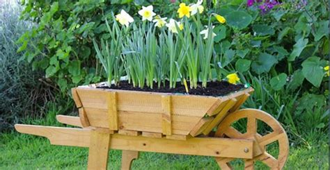 Diy Wheelbarrow Planter by Finally I Learned How To Make This Favorite For