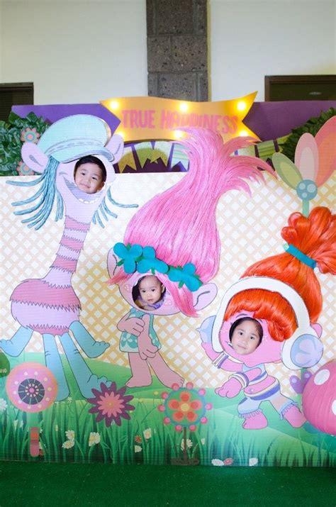 decoracion trolls ideas para decorar una fiesta de cuplea 241 os de trolls como