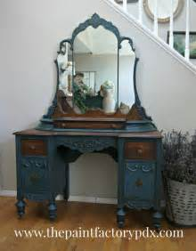 Makeup Vanity Painting Ideas 17 Best Ideas About Painted Vanity On Antique