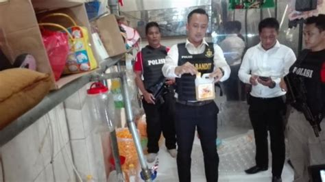 Minyak Goreng Curah Di Medan polisi gerebek home industri pengemasan minyak goreng tak berizin tribunnews