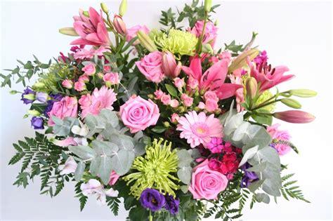 afbeeldingen verjaardag bos bloemen boeket zoete bloemen weelde gefeliciteerd
