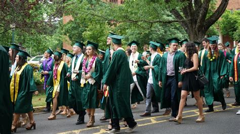 Mba Of Oregon Grad Date by Congratulations To The Of Oregon Class Of 2016