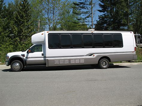 limo ride limo ride for 1 hr 10 seater global voyages