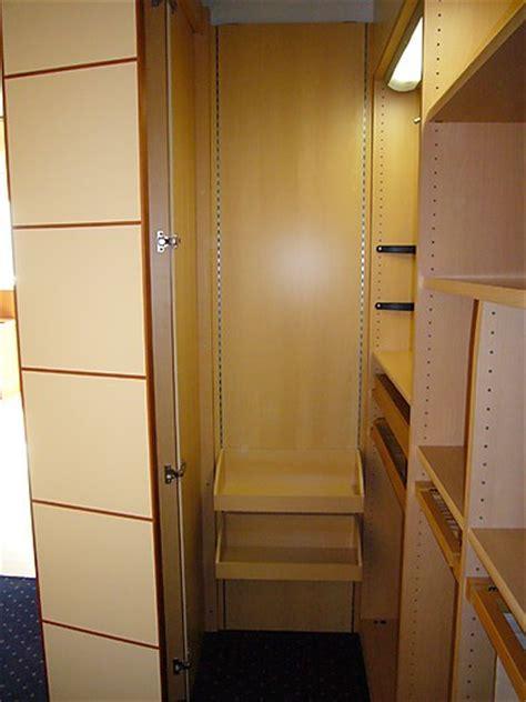 Kleiderschrank Mit Böden by Kleiderschr 228 Nke Armadio Kleiderschrank Mit Faltt 252 Ren Sma