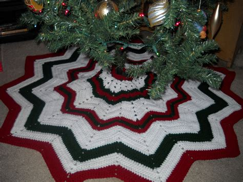 crochet christmas tree skirt patterns crochet attic stuff free tree skirt pattern