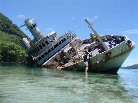 speed boat wreck boat wrecks pictures to pin on pinterest pinsdaddy