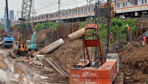 Alat Pancing Di Jatinegara kecelakaan kerja proyek rel ka keluarga korban dapat santunan metro tempo co