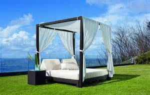 Outdoor Canopy Bed Diy 25 Diy Outdoor Bed Ideas Summer Decorating With Spa Beds