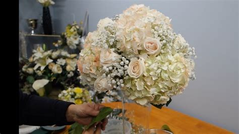 how to make a vase centerpiece with white hydrangea