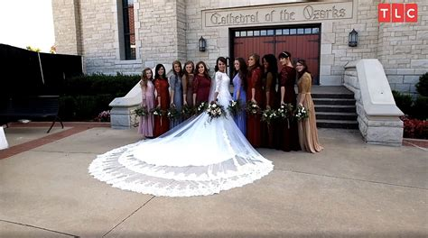 Jinger Duggar?s Wedding Dress Designer on Why Train Was So Long