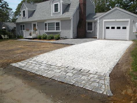 Driveway Garage Transition by Driveway And Paver Combo Great Transition