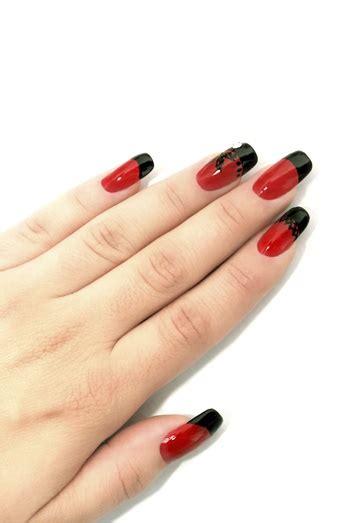 fotos de uñas pintadas a mano u 241 as pintadas en rojo la manicura m 225 s sexy