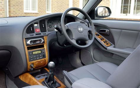 hyundai elantra seats uncomfortable hyundai elantra hatchback 2001 2006 driving