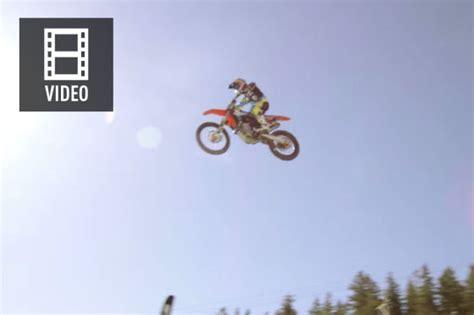 Film Motorrad Rekord by Weltrekord Motorradfahrer Springt Von Skischanze