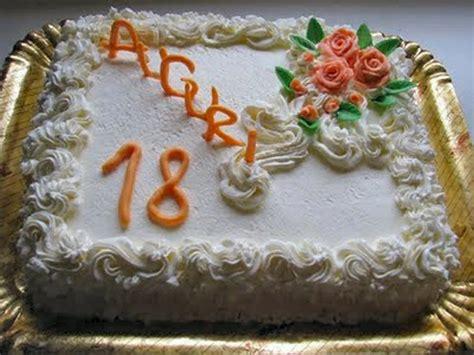 fiori cioccolato plastico torta di compleanno con decorazioni in cioccolato plastico