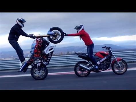 best motorcycle stunts stunt motorcycle does motorcycle stunts on st louis