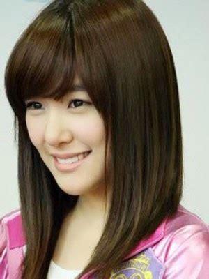 Celana Wanita Lina memilih model rambut pendek wanita dan pria dari segi