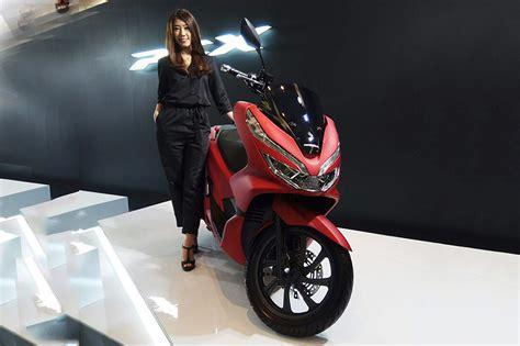 Harga Pcx Dan Nmax 2018 honda pcx 2018 dijual lebih mahal dari yamaha nmax motor