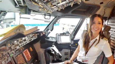 commercial woman pilot tips on how to become a commercial airline pilot how much