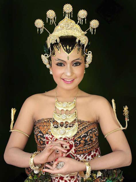 foto baju pengantin khas yogyakarta body and mind gaya rias pengantin jawa yang anggun dan