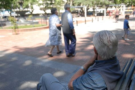 negocian aumento para los jubilados noticias uruguay y jubilados en pie de guerra quot 191 qui 233 n vive con 8 011