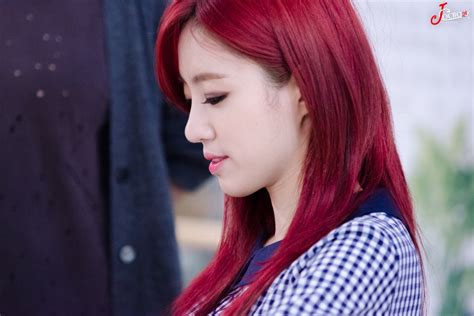 popular kpop hair colours netizens compliment this idol s new hair color daily k
