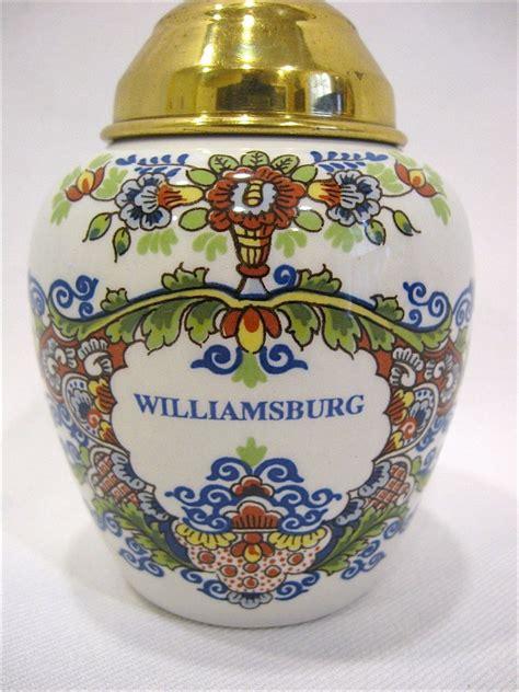 small polychrome delft williamsburg tobacco jar