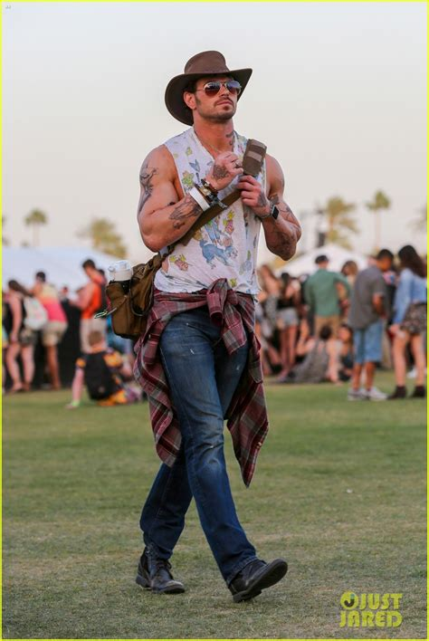 kellan lutz tattoos kellan lutz goes shirtless with tattoos for coachella
