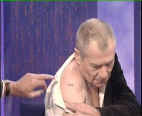 lotr cast tattoo sir ian mckellen talks lotr reveals secret