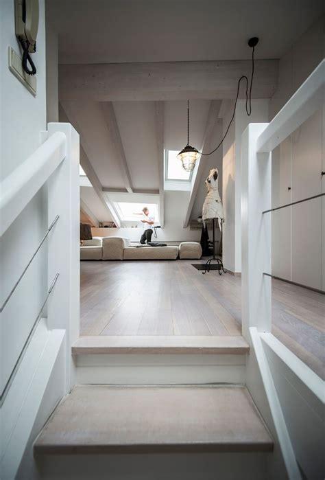 illuminazione mansarde illuminazione mansarda in legno una mansarda con tetto in