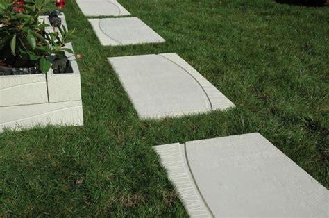 piastrelle per terrazzi resistenti al freddo vialetto giardino progettazione giardini progettare un
