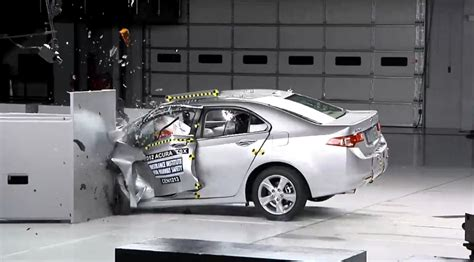 car crash test iihs implements new small overlap crash test