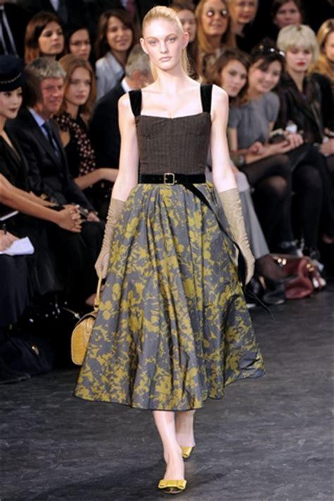 O Louis Vuitton Seri N47542 fall winter 2010 bustier dress fashion trend