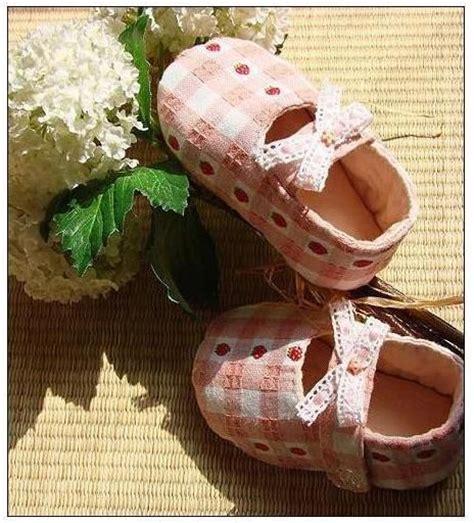 sapatinhos de beb on pinterest shoe pattern baby shoes and 52 best images about sapatinhos de tecido on pinterest