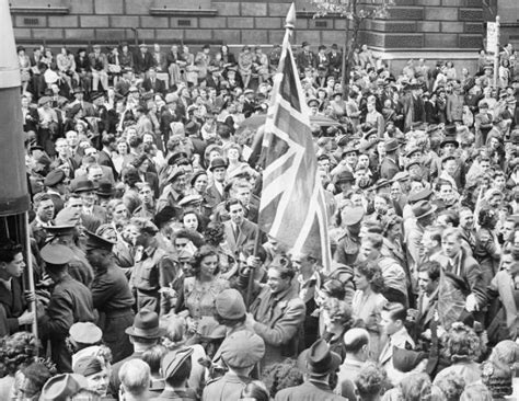 d day to ve day file ve day celebrations in london england uk 8 may 1945 d24586 jpg wikimedia commons