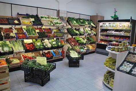 scaffali ortofrutta arredo ortofrutta arredamento negozio frutta e verdura
