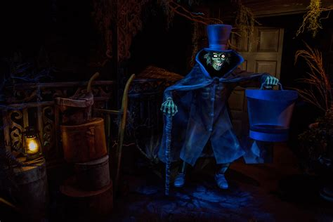 Haunted House Disneyland by Hatbox Ghost Materializes At The Haunted Mansion Disney