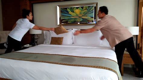 making a bed actual housekeeping in a 4 star hotel step by step bed
