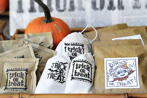 printable halloween bag decorations diy halloween trick or treat bags a free printable