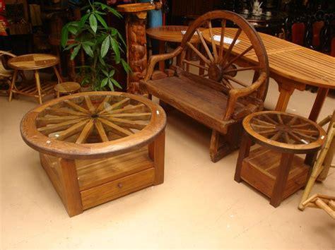 wagon wheel couch wagon wheel furniture looovveee diy upcycled