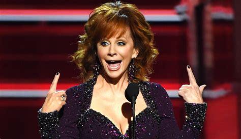 reba mcentire s costume changes at acm awards dresses reba mcentire calls out acm awards for lack of female