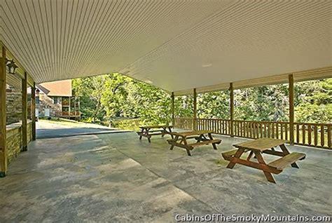 Riverside Cabins In Gatlinburg Tn by Pigeon Forge Cabin Riverside Lodge 5 Bedroom Sleeps
