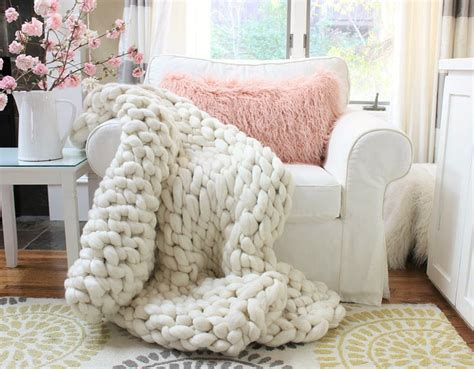 how to arm knit blanket chunky arm knit throw diy happy happy nester