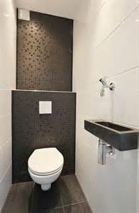 beautiful Comment Amenager Une Petite Cuisine #3: comment-amenager-une-petite-salle-de-bain-jolie-salle-de-vain-avec-carrelage-noir-et-blanc-mur-en-mosaique-bain-petite-dimension-comment-amenager-une-06531824-idee-i.jpg