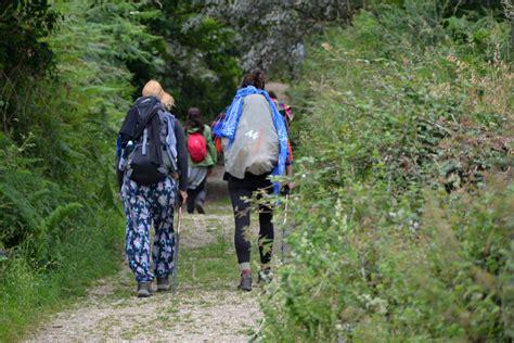 a pilgrim s guide to the camino de santiago camino francã s â st jean â roncesvalles â santiago camino guides books the northern way of the camino de santiago travel